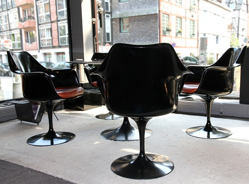 chaise tulip eero saarinen rouen le buzz de rouen. Black Bedroom Furniture Sets. Home Design Ideas