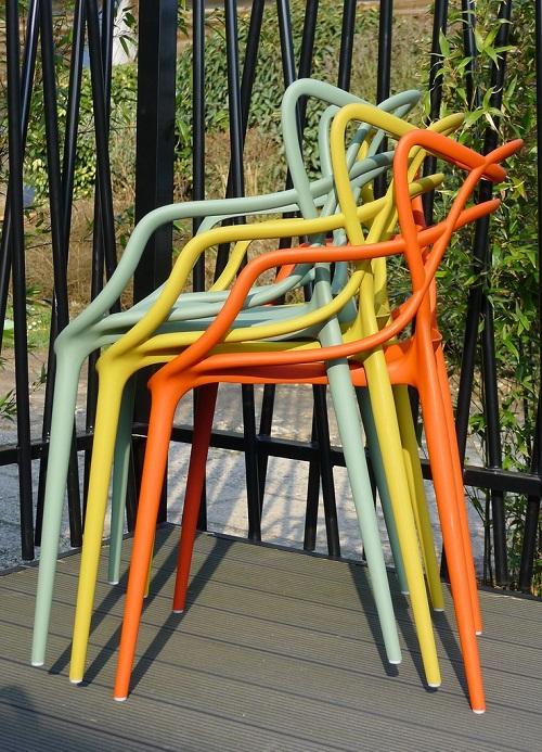 chaises kartell rouen le buzz de rouen. Black Bedroom Furniture Sets. Home Design Ideas