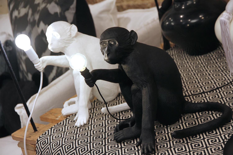 lampe singe noir seletti le buzz de rouen. Black Bedroom Furniture Sets. Home Design Ideas