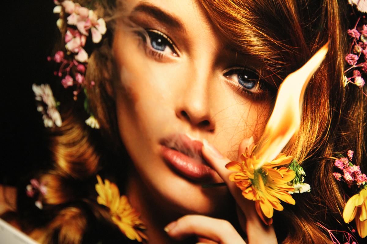 Smoking Girl chez YellowKorner